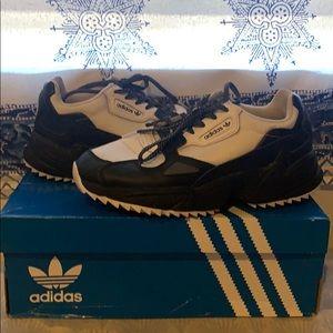 Adidas falcon runner